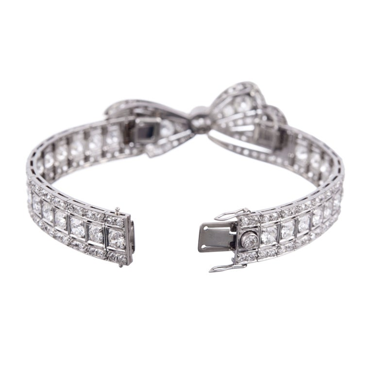 "Women's Marvelous ""Convertible"" 1930s Platinum Diamond Bow Bracelet For Sale"