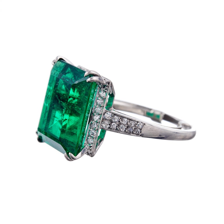 Absolutely stunning and important 7.80 ct Colombian emerald, one of the finest examples we have had the pleasure of offering for sale. The emerald is vibrant, intense green, with extremely fine clarity and transparency considering its impressive