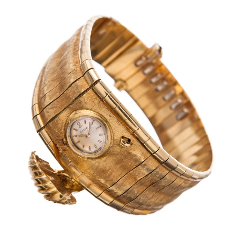 Unusual and chic vintage Omega lady's bracelet watch with a shell-shaped closed cover concealing a small watch inside. The watch is manual wind, wound from the back. The bracelet has a lovely hand and measures 8 inches overall, however, the size