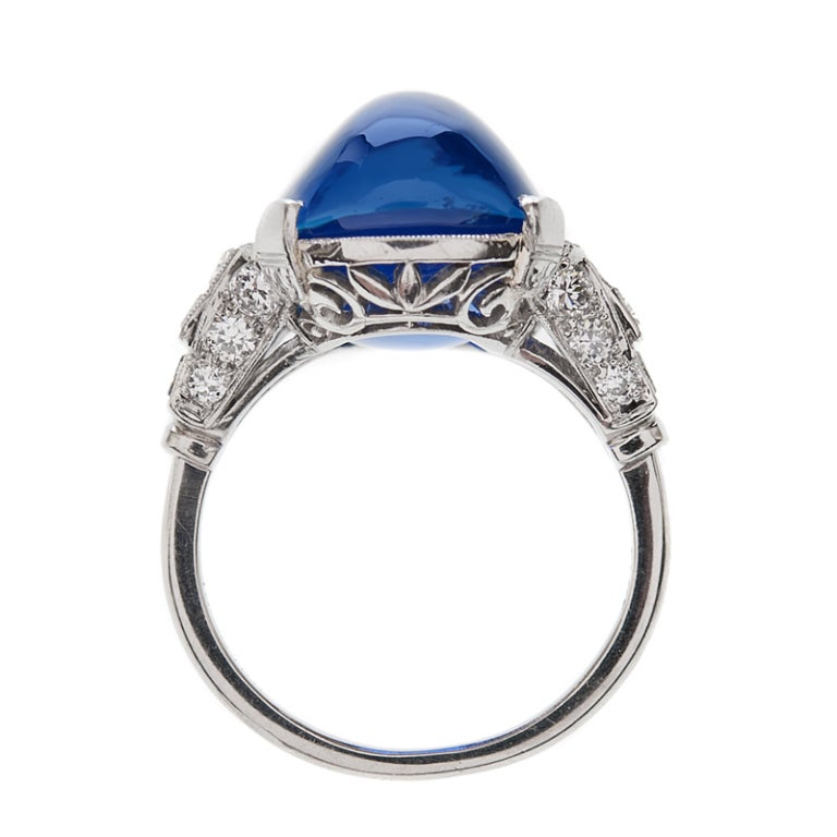 Important 26 Carat Ceylon No Heat Sugarloaf Sapphire Ring In Excellent Condition For Sale In Carmel-by-the-Sea, CA