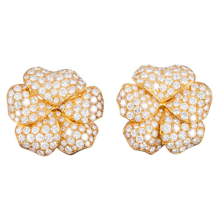 10 Carats Diamonds Yellow Gold Flower Petal Earrings For Sale