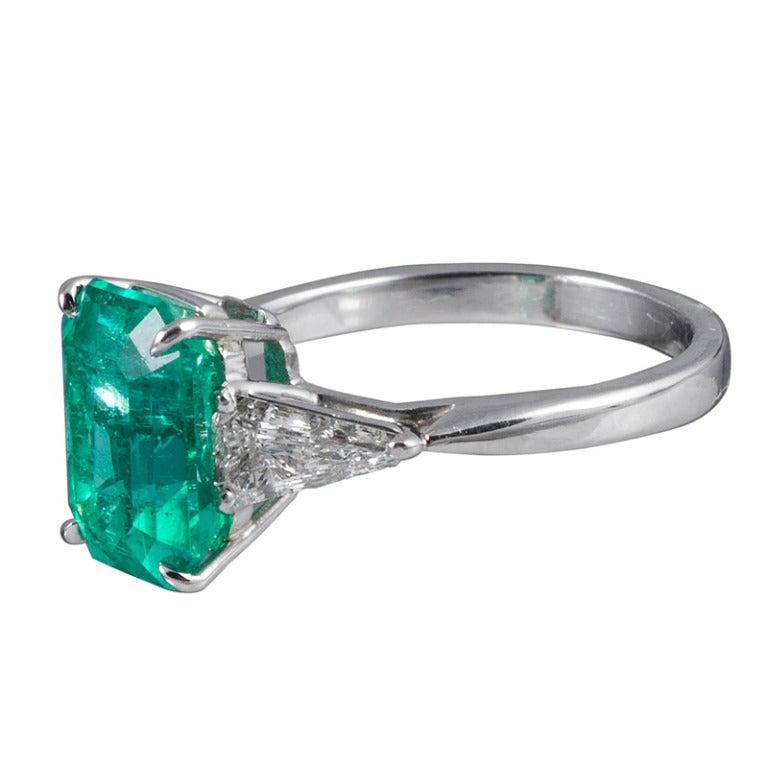Classic 3.50 Carat Emerald and Trillion Diamond Ring 2