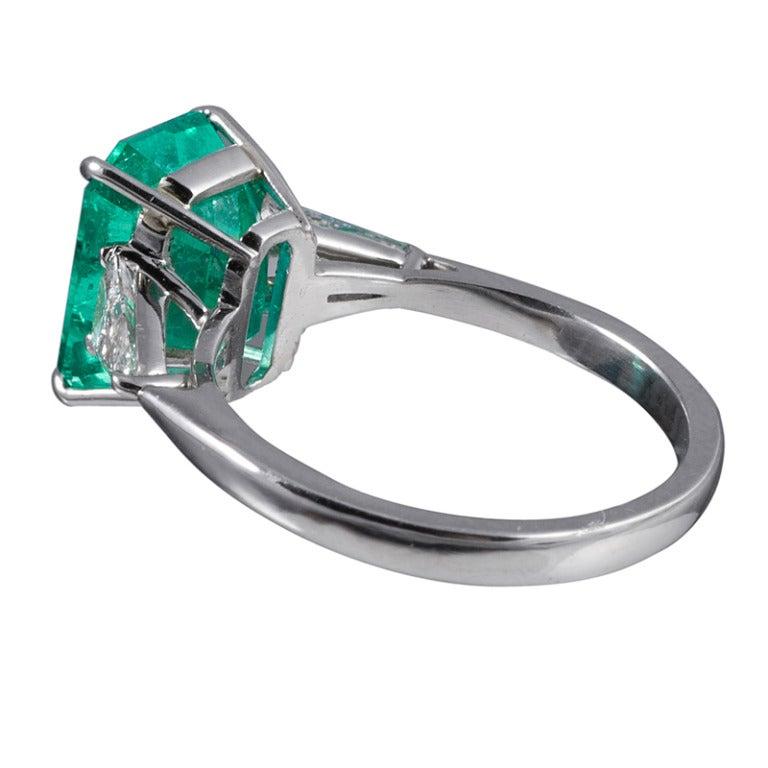 Classic 3.50 Carat Emerald and Trillion Diamond Ring 3