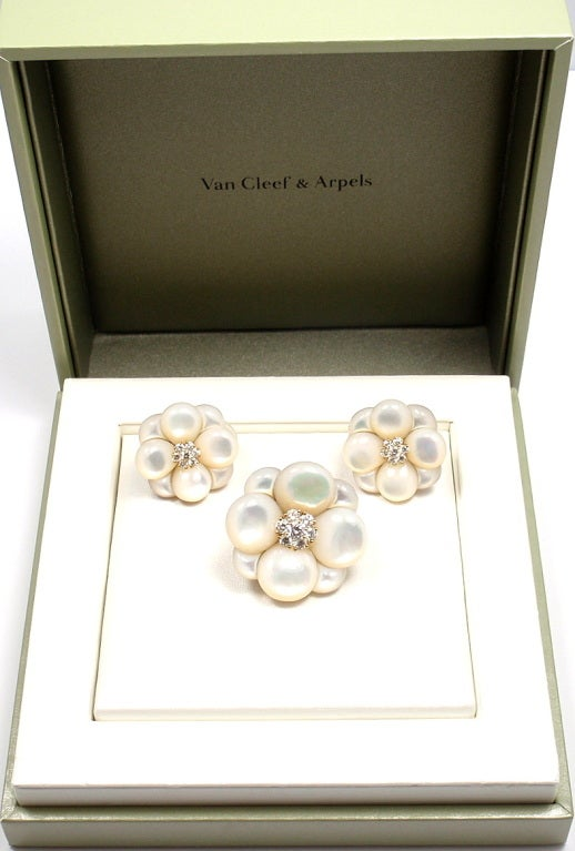 VAN CLEEF & ARPELS Diamond Mother of Pearl Brooch & Earrings Set image 9