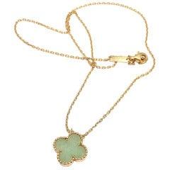 VAN CLEEF & ARPELS Jade Alhambra Motif Yellow Gold Necklace