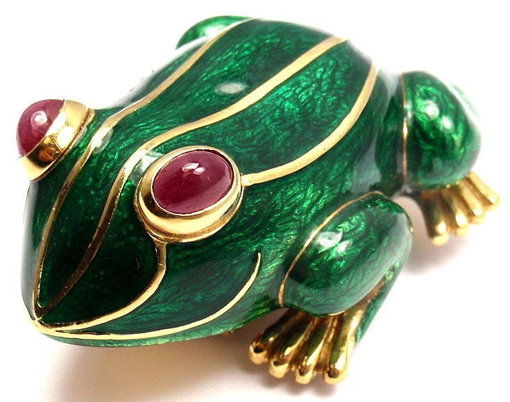DAVID WEBB Lucky Frog Green Enamel Ruby Yellow Gold Pin Brooch In New Condition For Sale In Holland, PA