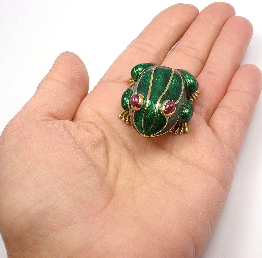 DAVID WEBB Lucky Frog Green Enamel Ruby Yellow Gold Pin Brooch For Sale 4