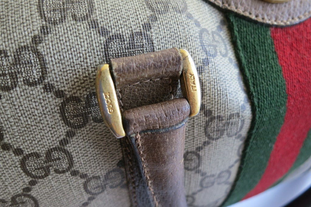 452b3885a1f Vintage Gucci Accessory Collection. A vintage Gucci crossbody bag ...