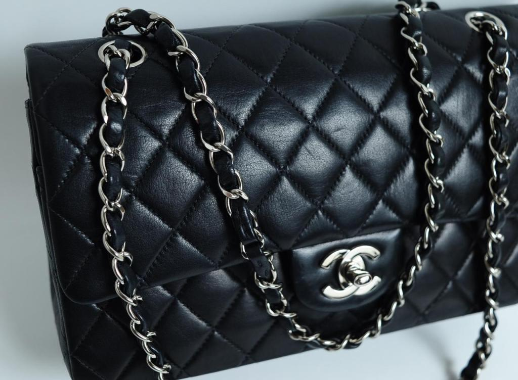 CHANEL PARIS Classic 2.55 Black quilted leather purse image 3