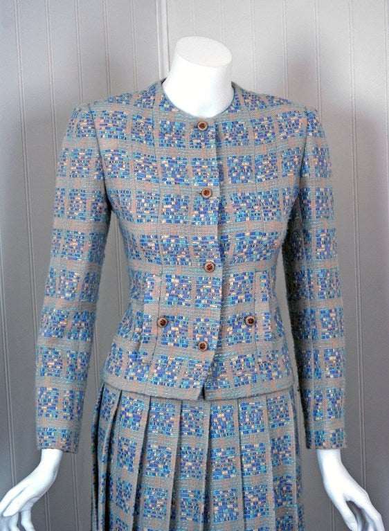 Gray 1970's Chanel Ribbon-Weave Wool Pleated-Skirt Fitted Dress Suit For Sale