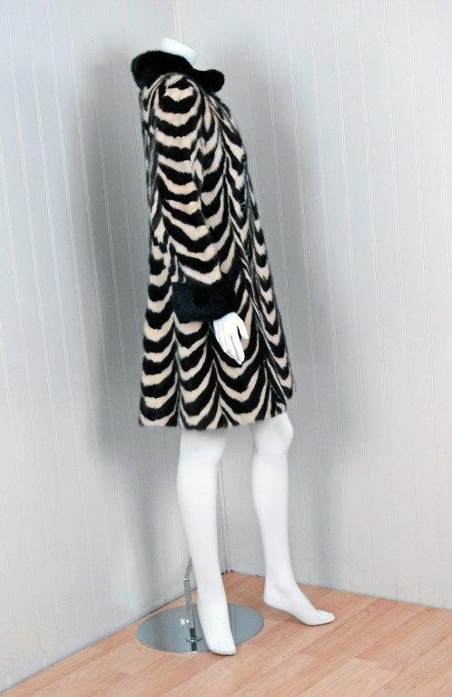 Women's 1960's Luxurious Op-Art Stripe Mink-Fur Double-Breasted Coat