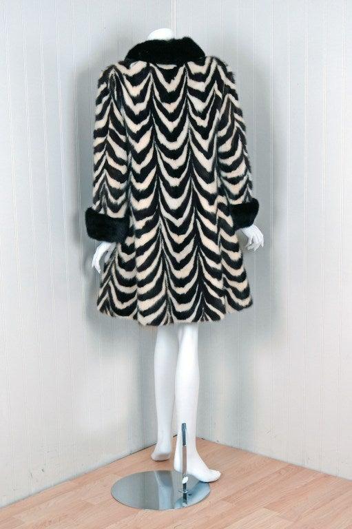 1960's Luxurious Op-Art Stripe Mink-Fur Double-Breasted Coat 3