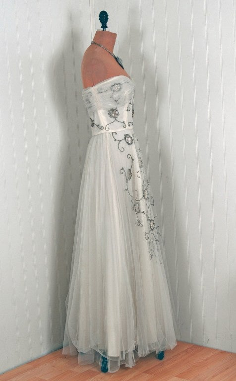 1940's Bergdorf Goodman Ivory-White Sequin Metallic Embroidery Strapless Gown In Good Condition For Sale In Beverly Hills, CA