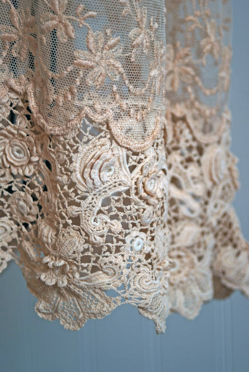 1920's Embroidered Ecru Floral Net-Lace & Irish Crochet Sheer Flapper Dress In Excellent Condition For Sale In Beverly Hills, CA