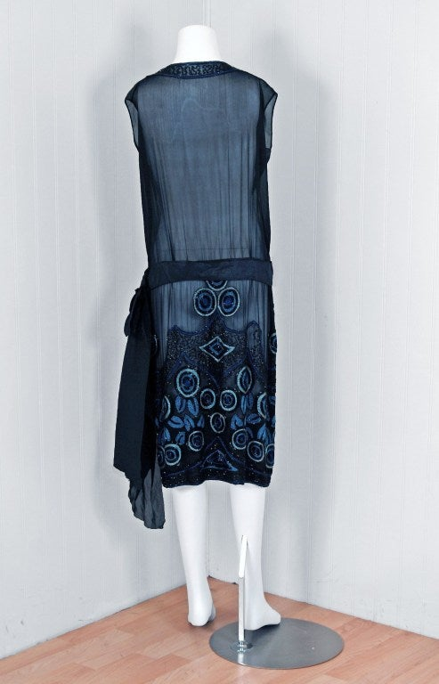1920's Art-Deco Embroidered Beaded Silk-Chiffon Flapper Dress For Sale 4