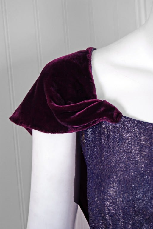 1930's Elegant Metallic Royal-Purple Lame & Velvet Bias-Cut Deco Evening Gown In Excellent Condition For Sale In Beverly Hills, CA