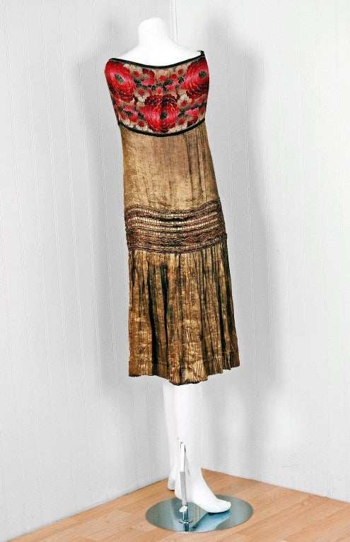 1920's Elegant French Metallic-Gold Pleated Lame Floral Drop-Waist Flapper Dress 5