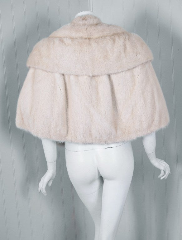 1960's Luxurious Ivory-White Mink Fur Portrait-Collar Cropped Bolero Cape Jacket 4