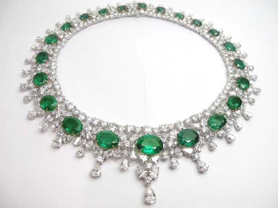 Magnificent Platinum Diamond Emerald Necklace.The weight of the emeralds are 98.16 carats and the weight of the diamonds  are  88.7 carats F color VS clarity.