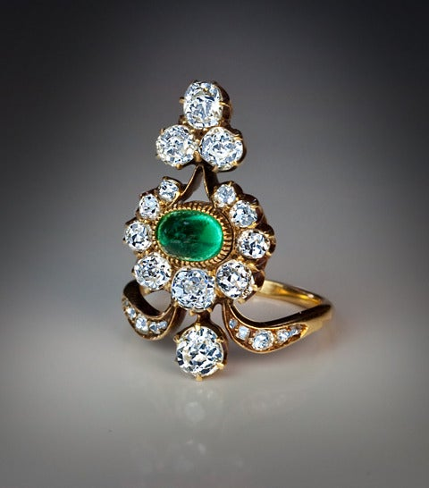 Antique Russian Emerald Diamond Gold Ring In Excellent Condition For Sale In Chicago, IL