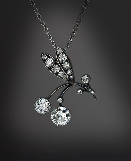 Art Nouveau Diamond Berry Branch Necklace In Excellent Condition For Sale In Chicago, IL