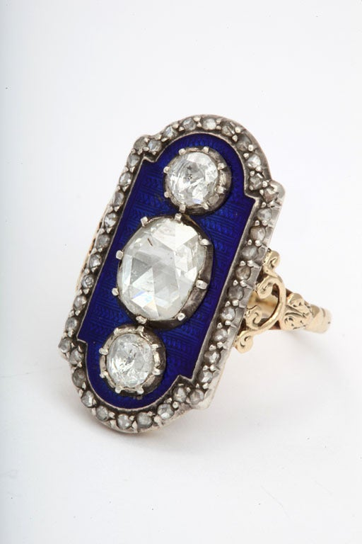 A Striking Beauty: Georgian Three Diamond Ring In Excellent Condition For Sale In Hastings on Hudson, NY