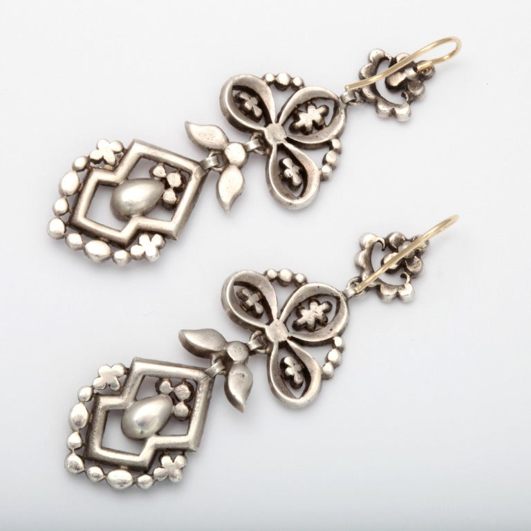 Antique Edwardian Chandelier Earrings of Pink In Excellent Condition For Sale In Stamford, CT