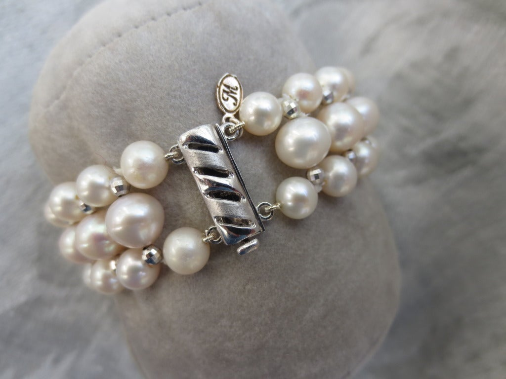 Contemporary Marina J Woven Pearl Bracelet with Faceted Silver Beads and Sliding Silver Clasp For Sale