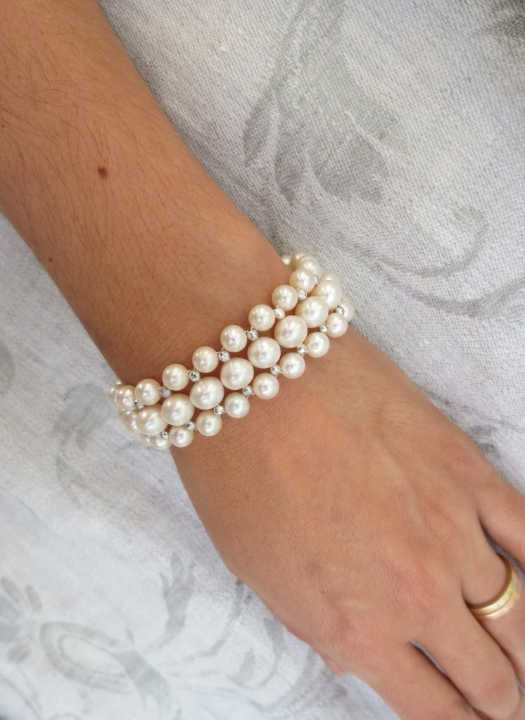 Marina J Woven Pearl Bracelet with Faceted Silver Beads and Sliding Silver Clasp In New Condition For Sale In Beverly Hills, CA