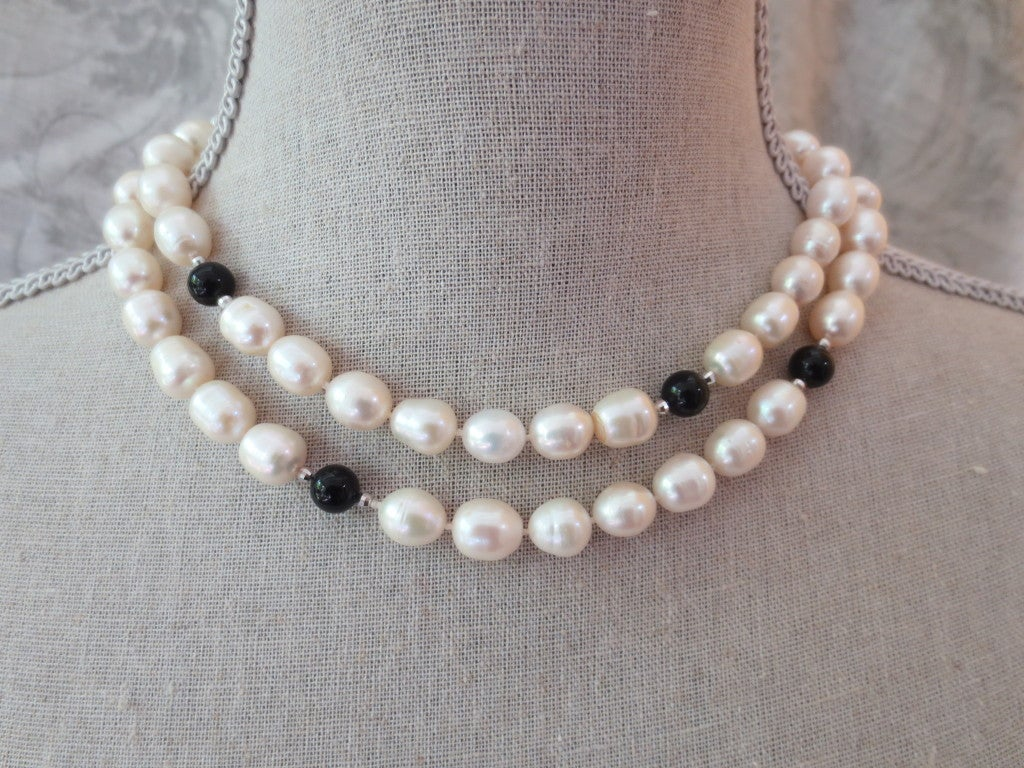 Pearl and Onyx Beaded Lariat Necklace with Black Spinel and Pearl Tassel In As New Condition For Sale In Beverly Hills, CA