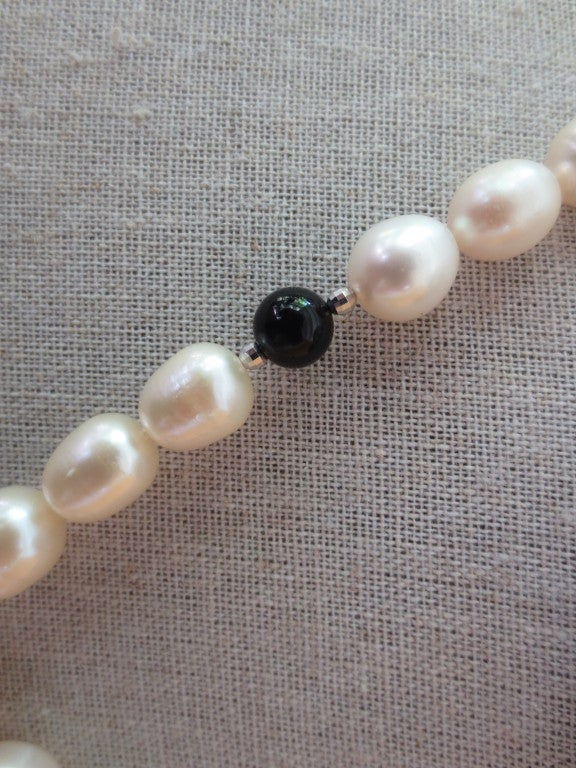 Women's Pearl and Onyx Beaded Lariat Necklace with Black Spinel and Pearl Tassel For Sale