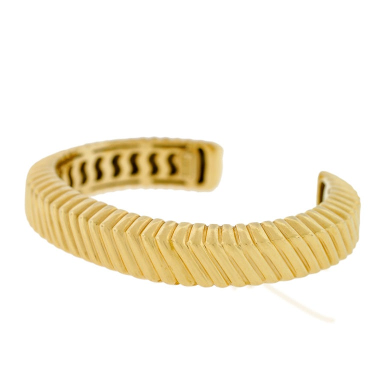 TIFFANY & CO Grooved Gold Cuff Bracelet 3