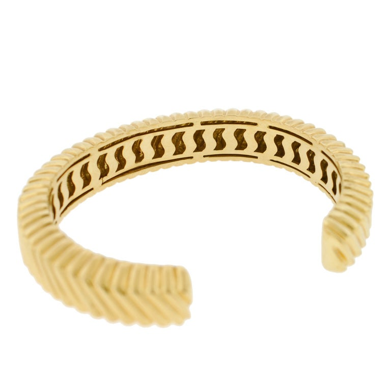 TIFFANY & CO Grooved Gold Cuff Bracelet 5