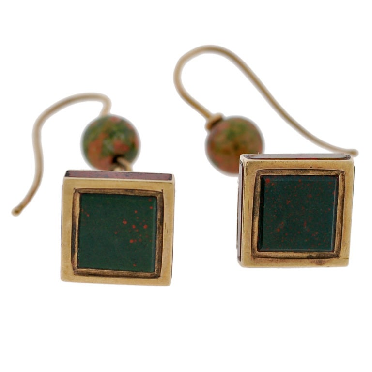 Victorian Scottish Agate Pyramidal Gold Earrings For Sale 2