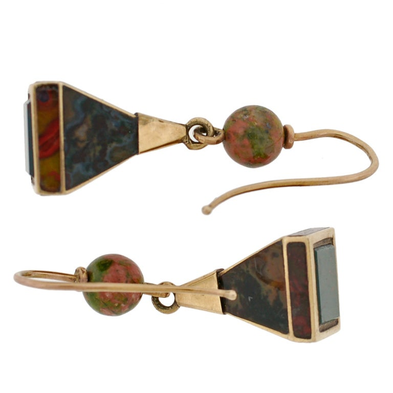 Victorian Scottish Agate Pyramidal Gold Earrings For Sale 3