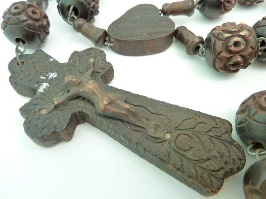 Vintage Signed Souvenir de St. Anne De Beaupre Carved Wood Rosary Necklace 2