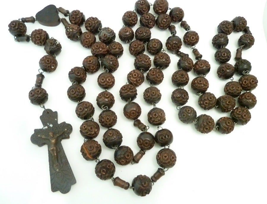 Vintage Signed Souvenir de St. Anne De Beaupre Carved Wood Rosary Necklace 5