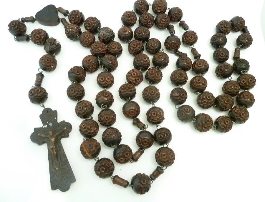 Vintage Signed Souvenir de St. Anne De Beaupre Carved Wood Rosary Necklace 1