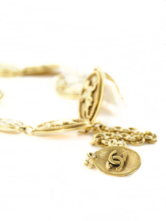 Vintage Chanel Gold Belt with Angel Design For Sale 2