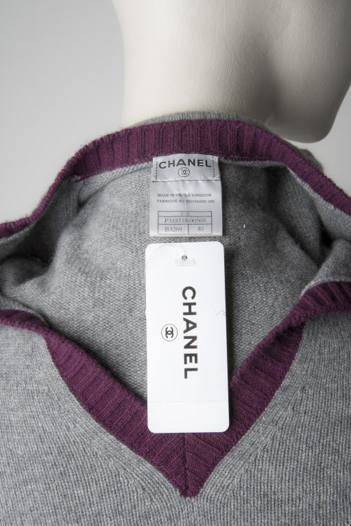 New Chanel V-neck Heather Grey w/Maroon Trim Cashmere sweater SZ 40 5