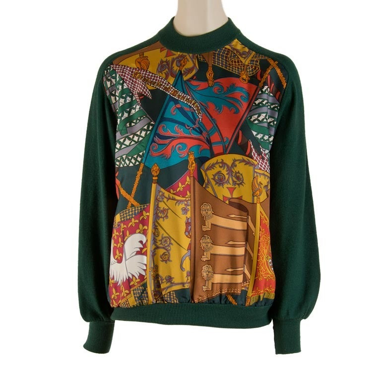 Hermes Hunter Green with Etendards Et Bannieres Print Silk Sweater Size 36 For Sale