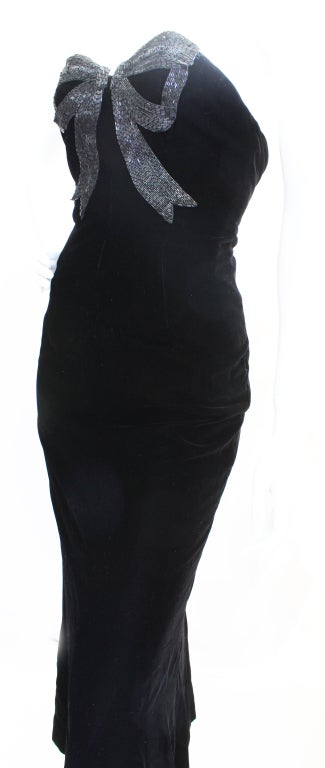 Black 80s Oscar de la Renta Velvet Column Gown w/Beaded Bow For Sale