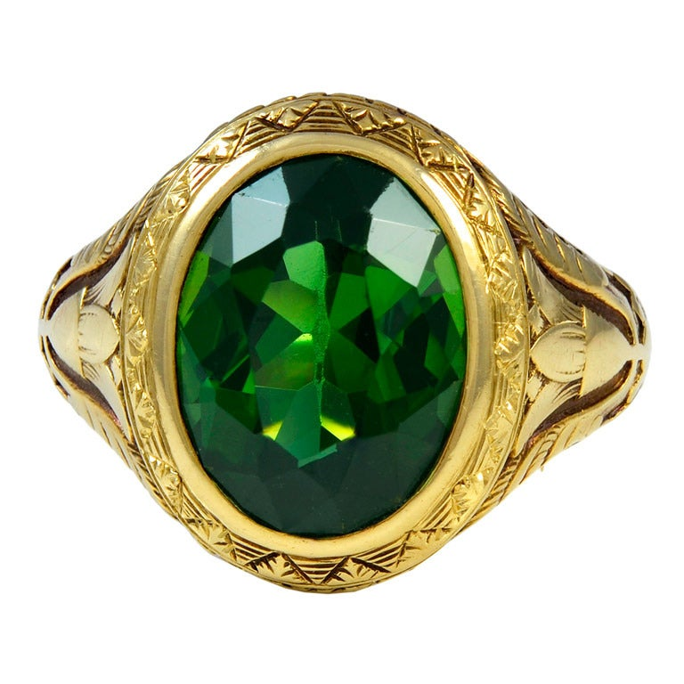A Green Tourmaline and Gold Ring 1