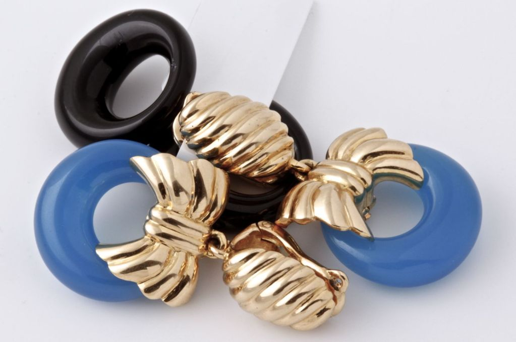 VAN CLEEF & ARPELS Onyx Cobalt Gold Earrings image 5