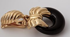 VAN CLEEF & ARPELS Onyx Cobalt Gold Earrings thumbnail 8