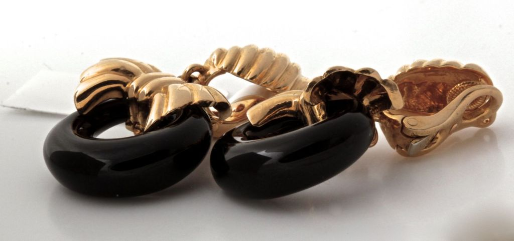 VAN CLEEF & ARPELS Onyx Cobalt Gold Earrings image 9