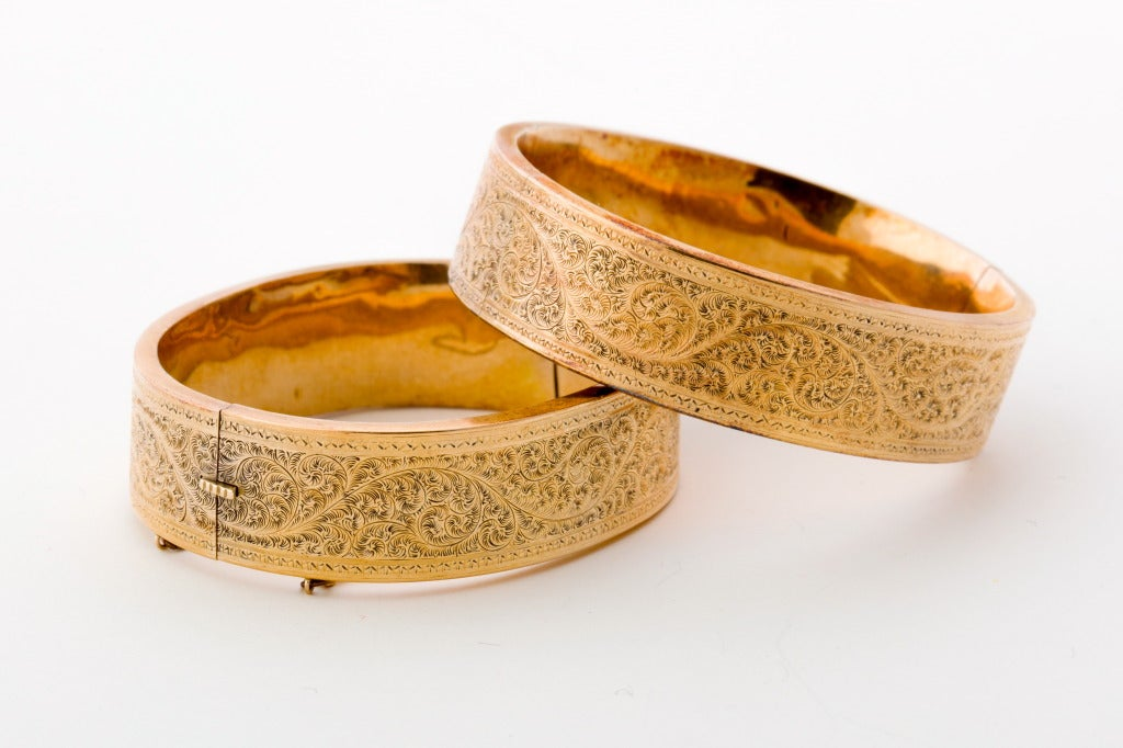 A Pair of Victorian Gold Bangles 3