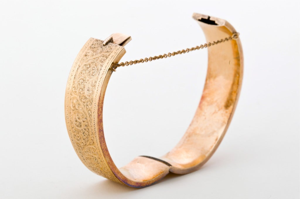 A Pair of Victorian Gold Bangles 4