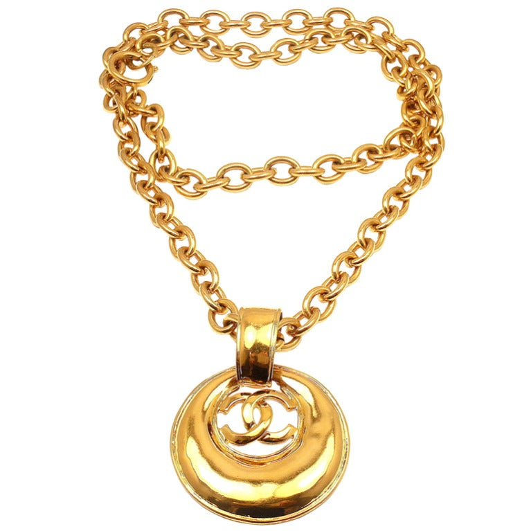 4804c83dc9b CHANEL Vintage French Couture Double CC Signature Necklace For Sale. Vintage  French Couture Collection Gold Tone ...