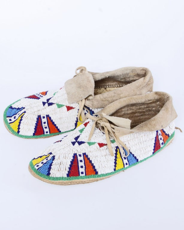 Late 19th / Early 20th Century Vintage Native American Indian Beaded Leather Moccasins 10